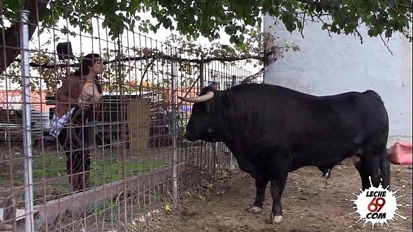 Después de ver a los toros, una follada en casa para leche69